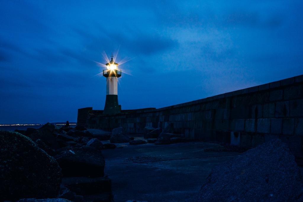 Leuchtturm in der Abendstimmung auf Rügen